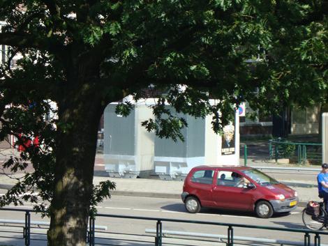 Witte dozen op brug Haagweg